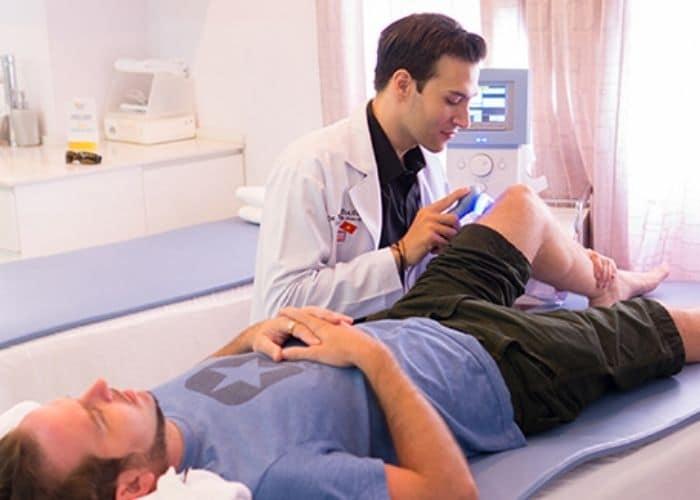 vat ly tri lieu chua viem duong tiet nieu nam gioi - [ HỎI - ĐÁP] Nguyên nhân gây viêm đường tiết niệu ở nam giới là gì?