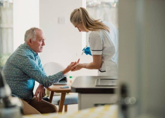 4.tieu dem o nguoi gia do dai thao duong - Tiểu đêm ở người già có nguy hiểm không? Làm thế nào để chữa?