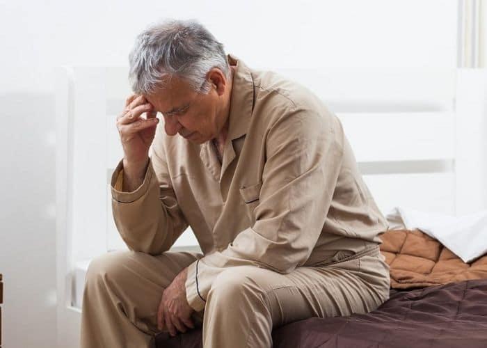 9. tieu khong tu chu gap nhieu nguoi cao tuoi - Tiểu không tự chủ là bệnh gì? Nguyên nhân do đâu?