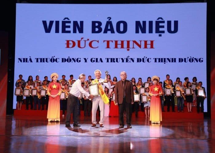 Bao nieu duc thinh nhan bang khen va cup Top 100 thuong hieu nhan hieu noi tieng Dat Viet 2019 - Tiểu đêm ở người già có nguy hiểm không? Làm thế nào để chữa?
