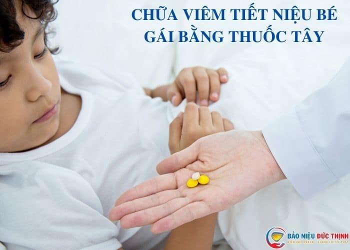 chua viem tiet nieu tre gai bang thuoc tay - Viêm đường tiết niệu ở bé gái: Nguyên nhân, triệu chứng và cách chữa trị hiệu quả