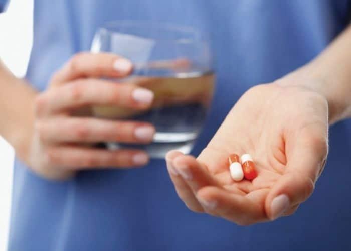 tieu ra mau dau lung chua bang thuoc - Tiểu ra máu và đau lưng cảnh báo bệnh gì? Làm thế nào để chữa?