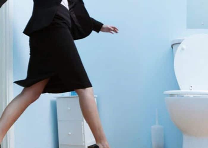 2.di tieu xong co cam giac buon tieu o nu la gi - Vừa đi tiểu xong lại có cảm giác buồn tiểu ở nữ là bị gì? Có nguy hiểm không?