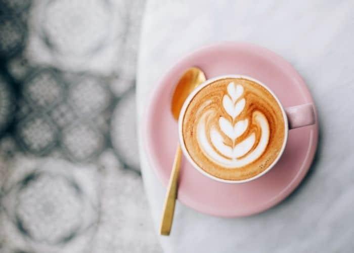 bi tieu khong nen uong gi cafe - Bí tiểu nên ăn gì và không nên ăn gì để mau chóng cải thiện?