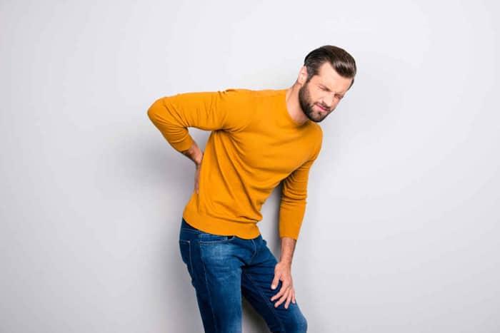 dau lung va tieu dem 1 - Những sự thật về chứng đau lưng và tiểu đêm có thể bạn chưa bao giờ biết