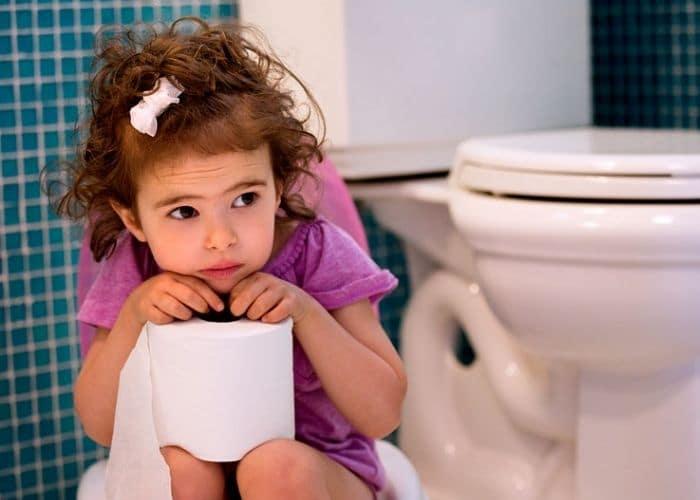 lam gi chua bi tieu tre nho - Bí tiểu ở trẻ em: Nguyên nhân, triệu chứng và cách điều trị hiệu quả
