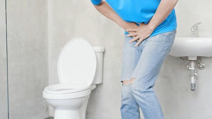 nuoc tieu co dau 2 - Nước tiểu có váng dầu là bệnh gì? Nước tiểu có váng dầu khi mang thai có sao không?
