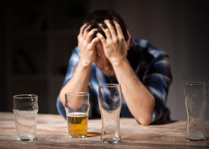 nuoc tieu mui hoi chua do bia ruou - Nước tiểu có mùi hôi chua. Bật mí 7 nguyên nhân gây ra hiện tượng này