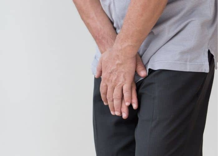 tieu khong tu chu o nam gioi nguy hiem khong - Nguyên nhân tiểu không tự chủ ở nam giới là gì? Có nguy hiểm không? Cách điều trị