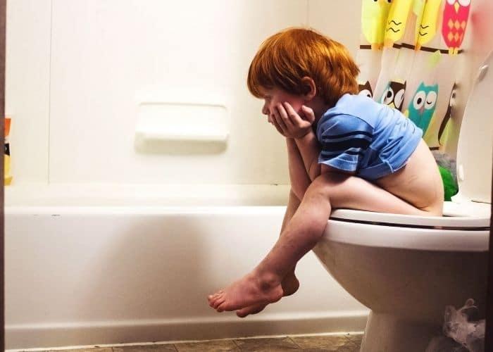 tre tieu nuoc duc co phai viem tiet nieu - [ Hỏi - Đáp] Trẻ đi tiểu nước đục có phải bệnh lý viêm đường tiết niệu?