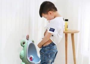 Trẻ 6 tuổi đi tiểu nhiều lần trong ngày gây ra ảnh hưởng xấu đến sức khỏe và sự phát triển của trẻ, nếu không phát hiện và điều trị dứt điểm